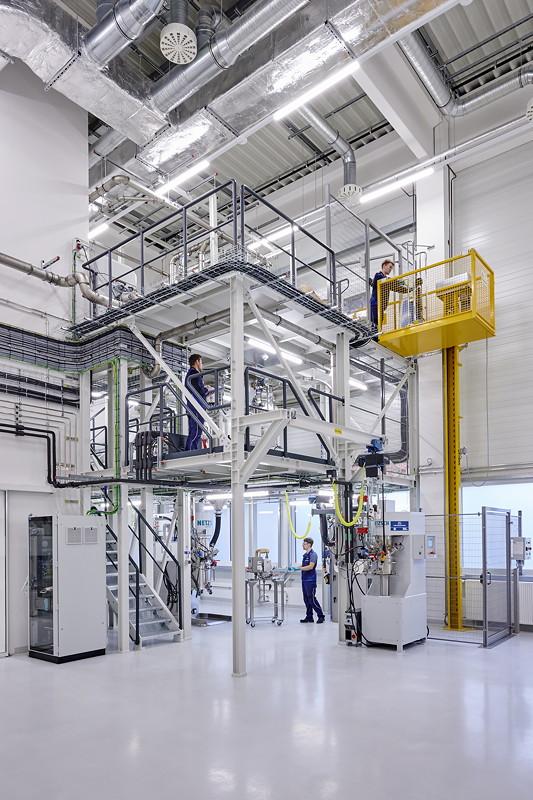 Kompetenzzentrum Batteriezelle: Dosieren und Mischen der Elektrodenpaste