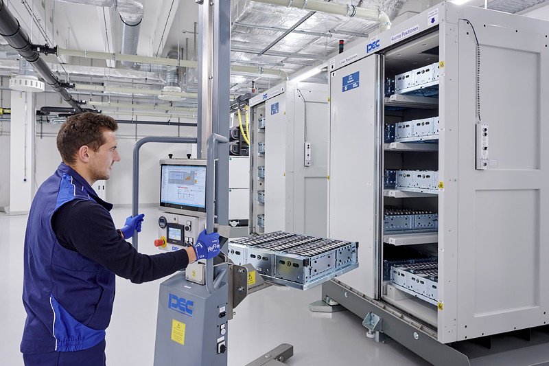 Kompetenzzentrum Batteriezelle: Laden, lagern und testen der Batteriezelle