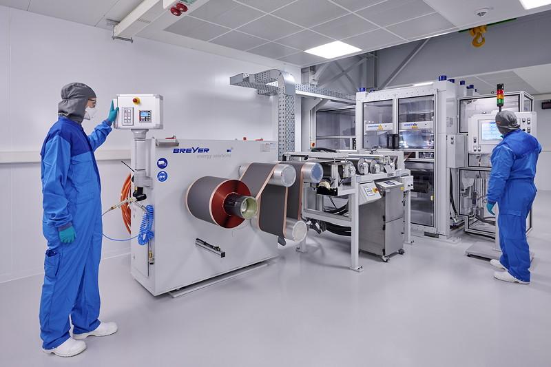 Kompetenzzentrum Batteriezelle: Verdichten der Elektrode in einem Walzwerk