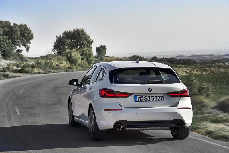BMW 118i Sportline in Mineralweiss Metallic