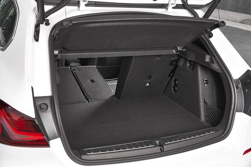 BMW 118i Sportline in Mineralweiss Metallic, Kofferraum