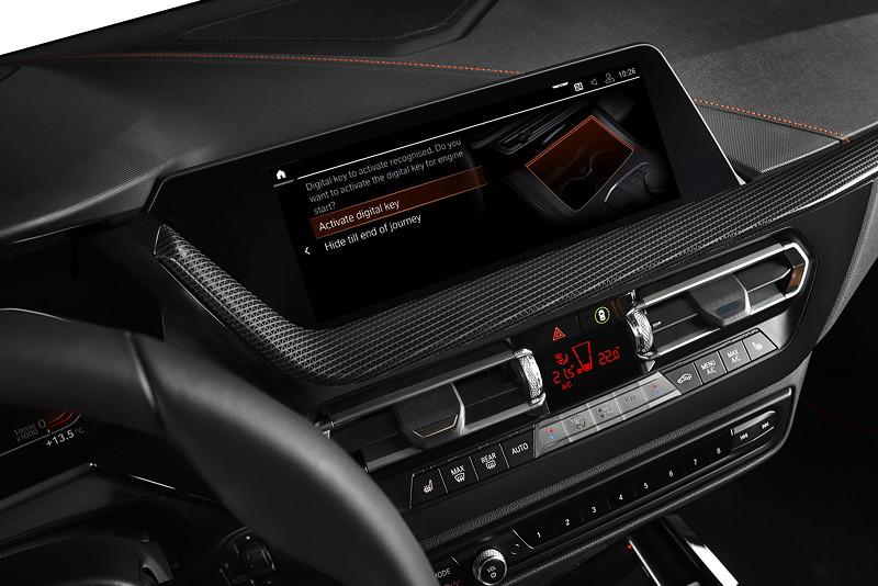 BMW 118i Sportline, Bordbildschirm