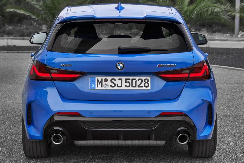 BMW M135i xDrive in Misanoblau metallic