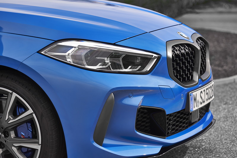 BMW M135i xDrive in Misanoblau metallic
