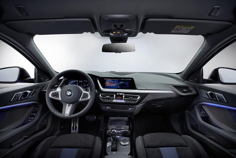 BMW M135i xDrive, Interieur vorne