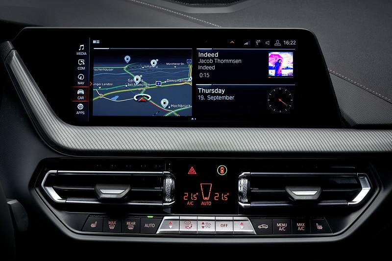 BMW M235i xDrive, Bordmonitor