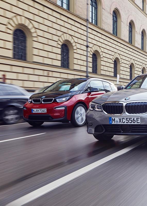 Die BMW 330e Limousine und der BMW i3s