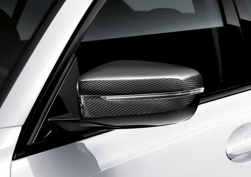 Der neue BMW 3er Touring mit M Performance Parts. M Performance Aussenspiegelkappe aus Carbon.