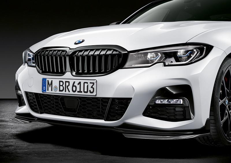 Der neue BMW 3er Touring mit M Performance Parts. U. a. mit M Performance Frontziergitter Iconic Glow.