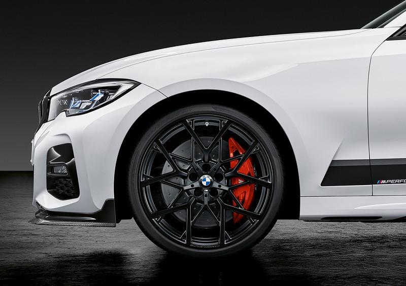 Der neue BMW 3er Touring mit M Performance Parts. 18 Zoll Rad und M Performance 18 Zoll Bremsanlage.