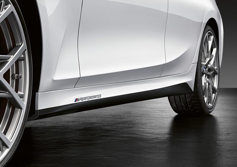 Der neue BMW 3er Touring mit M Performance Parts. Seitlicher M Performance Schriftzug.