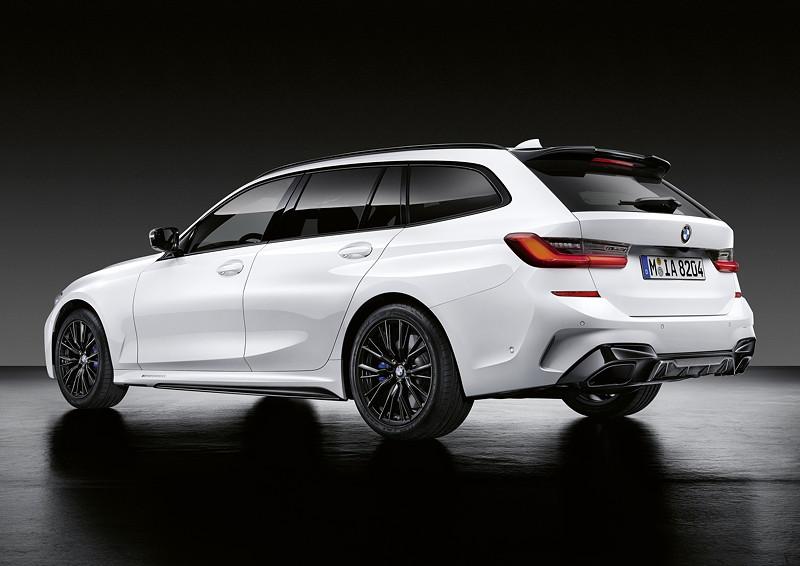 Der neue BMW 3er Touring mit M Performance Parts. U. a. mit M Performance Dachkantenspoiler und M Performance Heckdiffusor.
