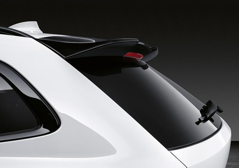 Der neue BMW 3er Touring mit M Performance Parts. M Performance Dachkantenspoiler.