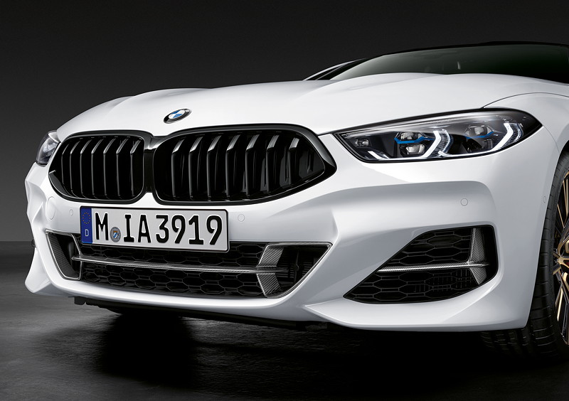 Der neue BMW 8er Gran Coupé mit M Performance Parts. Mit M Performance Frontziergitter Carbon