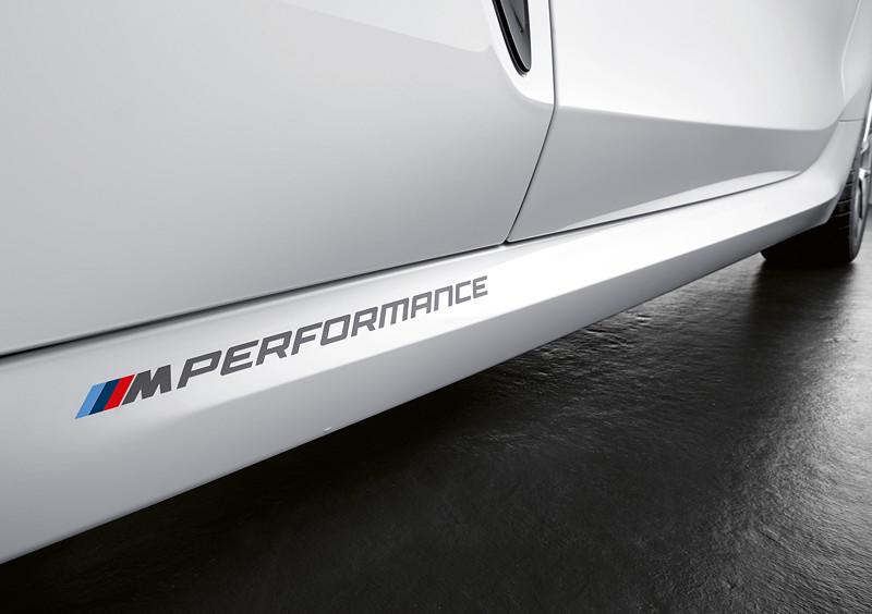 Der neue BMW 8er Gran Coupé mit M Performance Parts. Seitlicher M Performance Schriftzug.
