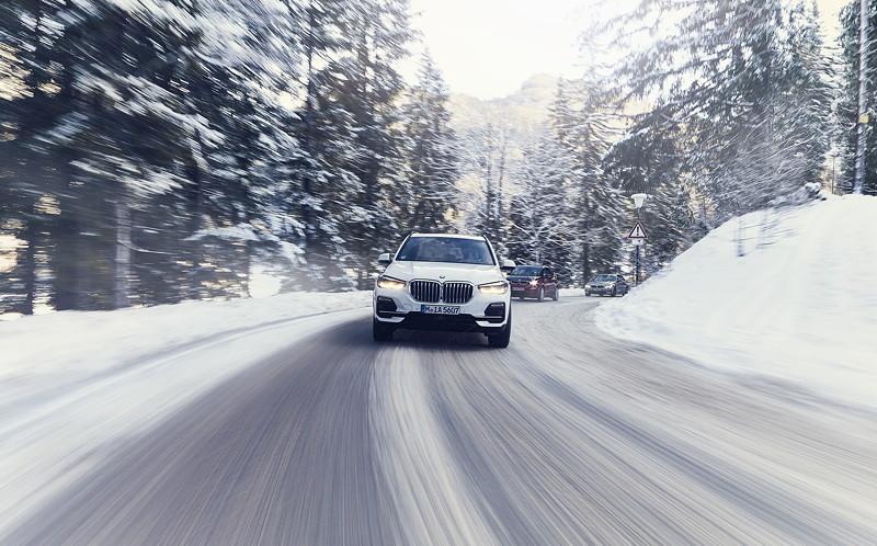 Der BMW X5 xDrive45e.