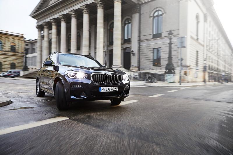 Der BMW X3 xDrive30e.