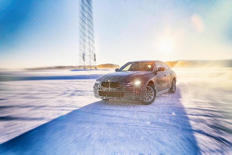 Der BMW i4 im Winterfahrtest