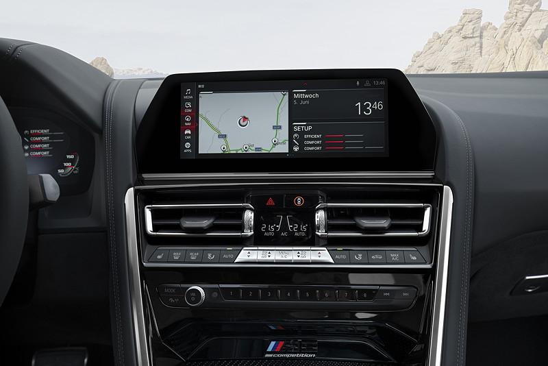 BMW M8 Competition Coupé, Bordbildschirm