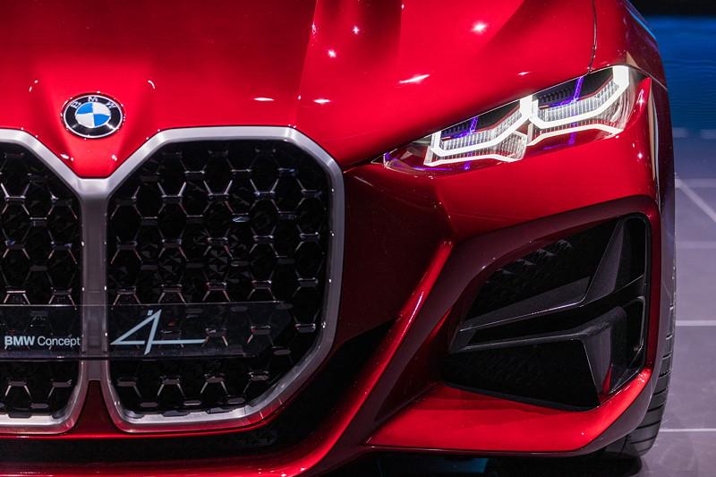 BMW Concept 4, mit einem neuer neuen riesigen Niere und flachen LED Scheinwerfern.