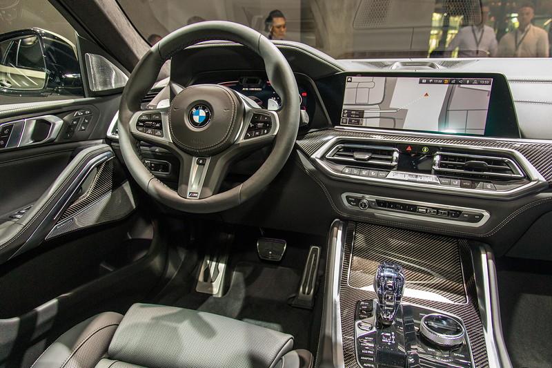 BMW X6 M50i xDrive, Interieur vorne, serienmäßig mit Lederausstattung