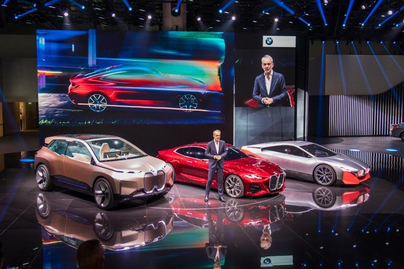 Adrian van Hooydonk präsentierte auf der IAA 2019 auch das neue BMW Concept 4