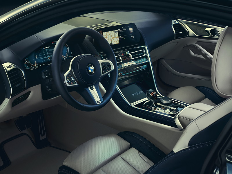 Das BMW M850i xDrive Coupé First Edition. Cockpit.