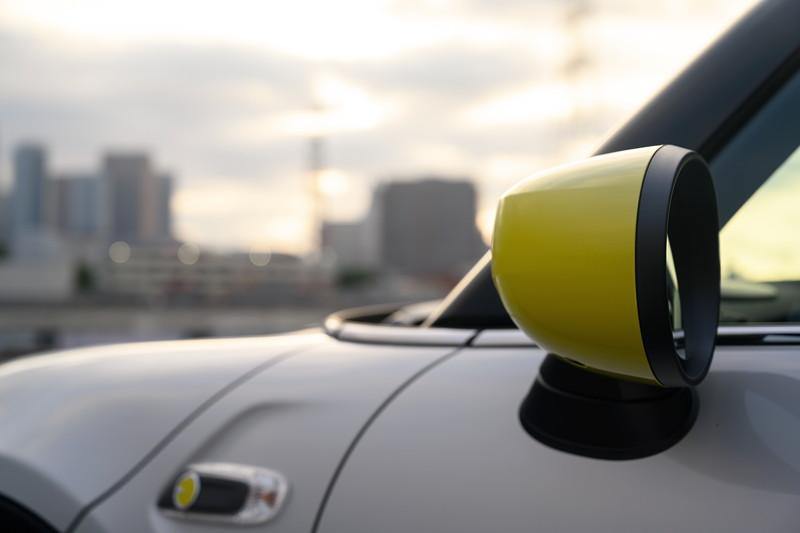 Der neue MINI Cooper SE, Aussenspiegelkappen optional in gelb.