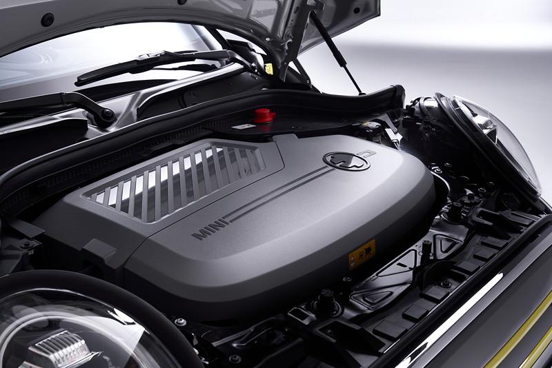 Der neue MINI Cooper SE, Elektromotor unter der Motorhaube.