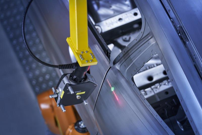 Die neue Multimesszelle im Dingolfinger Karosseriebau: Mehr als 210.000 Messpunkte pro Sekunde werden durch den 3D-Oberflächenscanner erfasst.