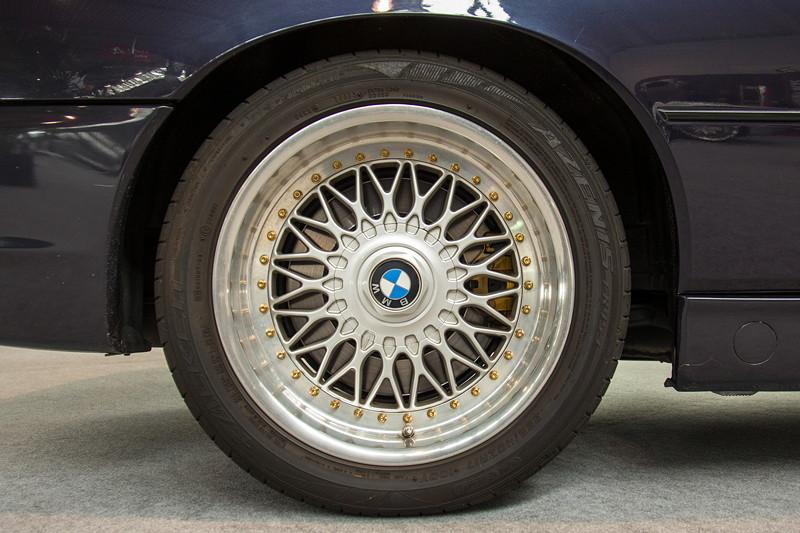 BMW 850 CSi auf BBS 17 Zoll mehrteiligen Alufelgen RC 009/010 8J 9J, hinten mit 265/40 R17 Bereifung