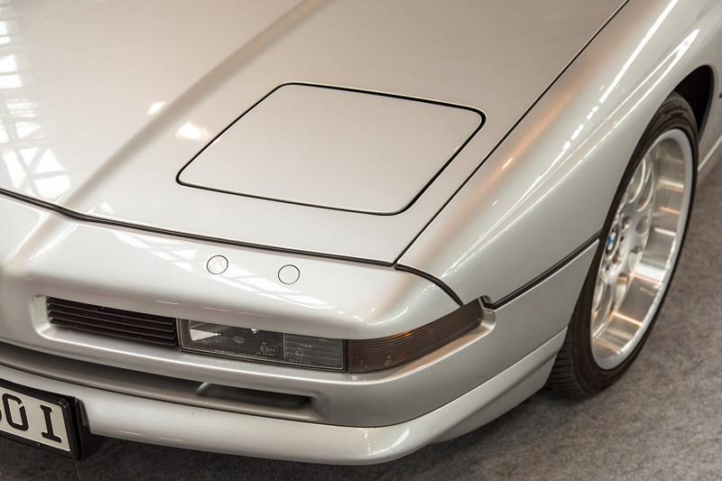 BMW 850i mit 'Schlafaugen' für die Haupt-Scheinwerfer, also Klapp-Scheinwerfern, hier versenkt