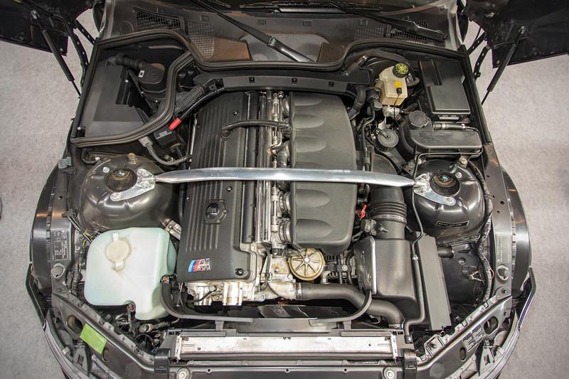 BMW Z3 M roadster, 6-Zylinder-Reihenmotor mit 325 PS