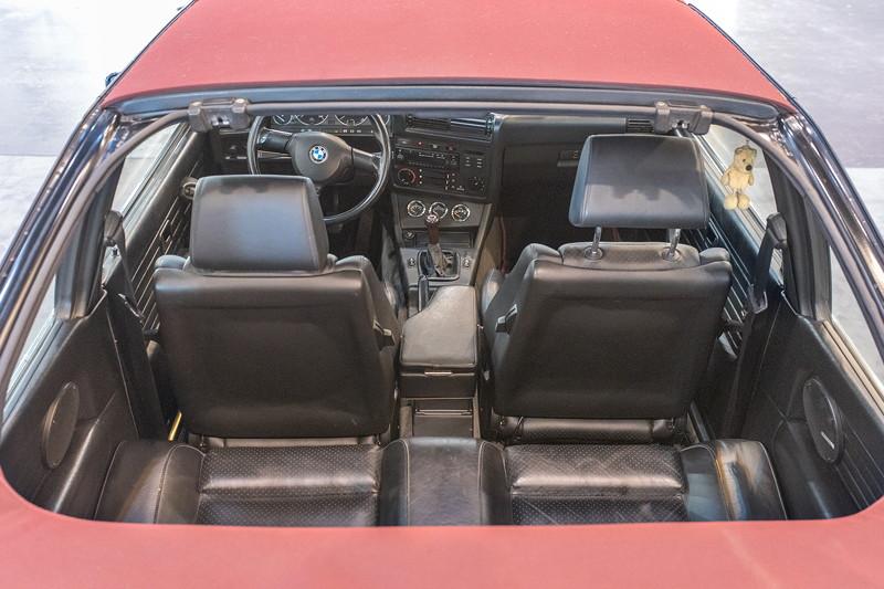 BMW 316i Baur Topcabriolet TC2, Blick durch das teilweise geöffnete Dach in den Innenraum