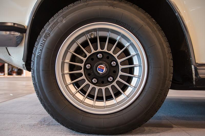 BMW 3.3 L A (Modell E3), 14 Zoll Alpinarad mit 195ige Bereiung vorne