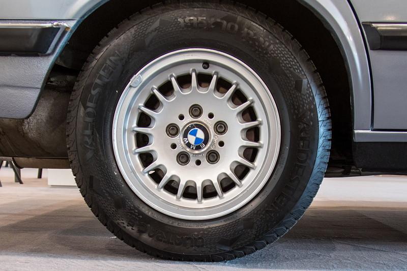 BMW 525e (Modell E28) auf BMW 14 Zoll Alufelgen