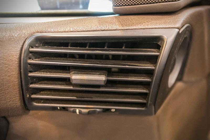 BMW 535i (Modell E34), Lüftungsdüse, zu Beginn der Serie noch aus Metall