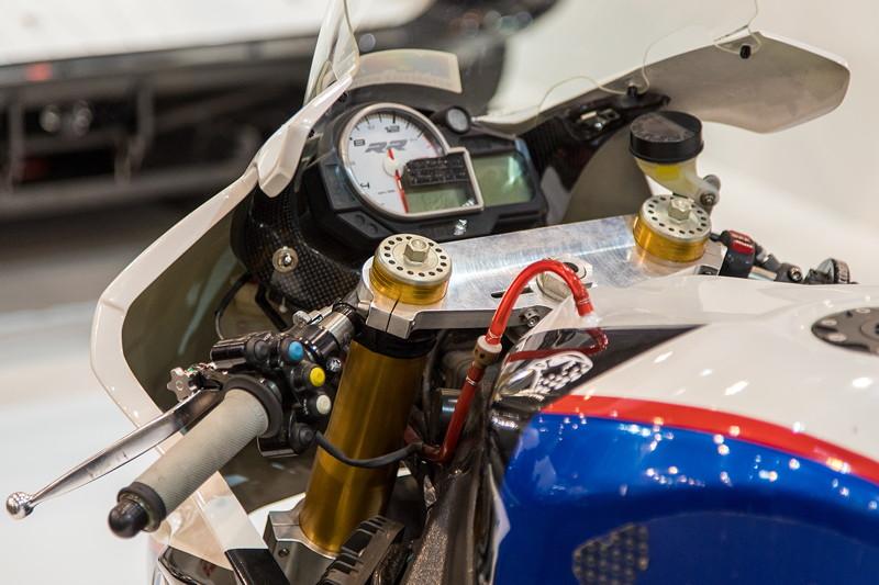 BMW S 1000 RR, Lenker mit Tacho-Instrumenten