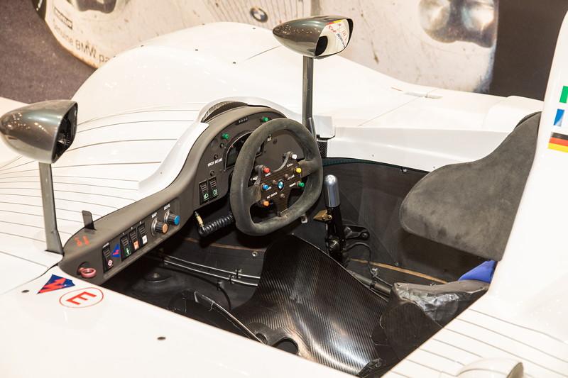 BMW V12 LMR, Cockpit
