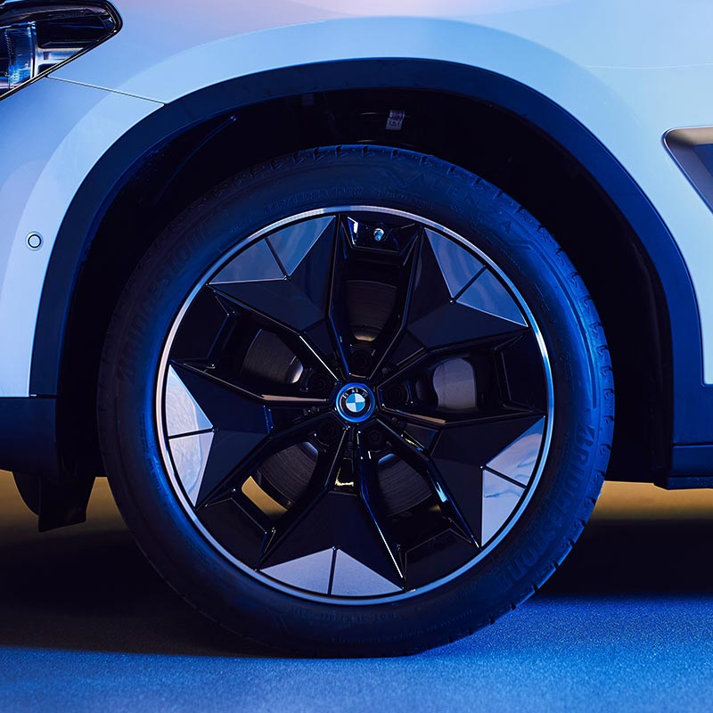 Neuartiges 'Aerodynamik-Rad' (Prototyp) für den vollelektrischen BMW iX3