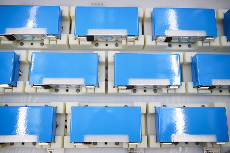 Batteriezelllackierung im Kompetenzzentrum E-Antriebsproduktion Dingolfing