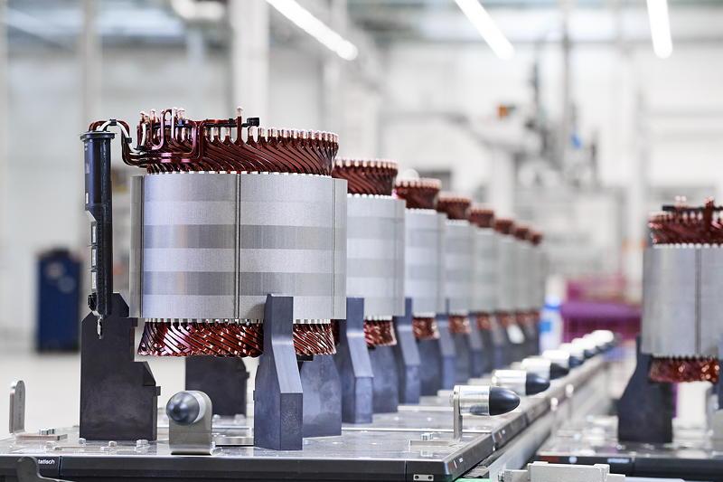 Produktion des hochintegrierten BMW E-Antriebs - Stator