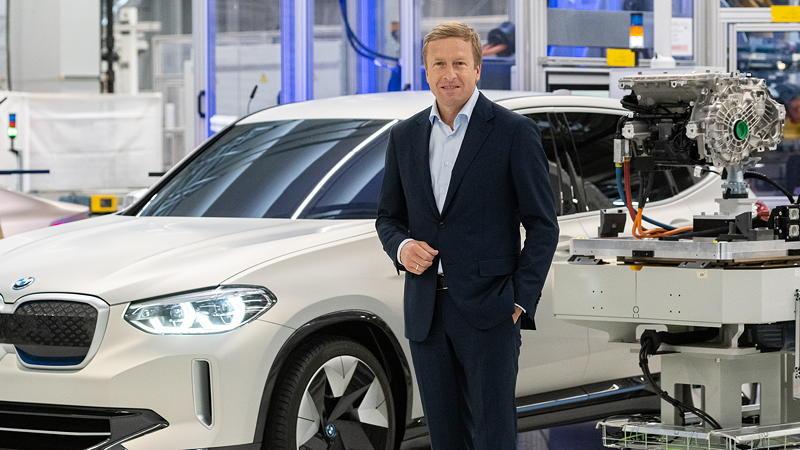Oliver Zipse, Vorstandsvorsitzender der BMW AG, beim symbolischen Produktionsstart der fünften Generation des BMW E-Antriebs im Kompetenzzentrum E-Antriebsproduktion in Dingolfing