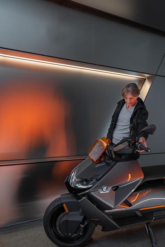 Edgar Heinrich und der BMW CE 04
