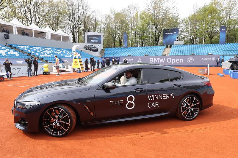 BMW Open 2021: Nikoloz Basilashvili im Siegerfahrzeug BMW M850i xDrive Gran Coupé Individual.