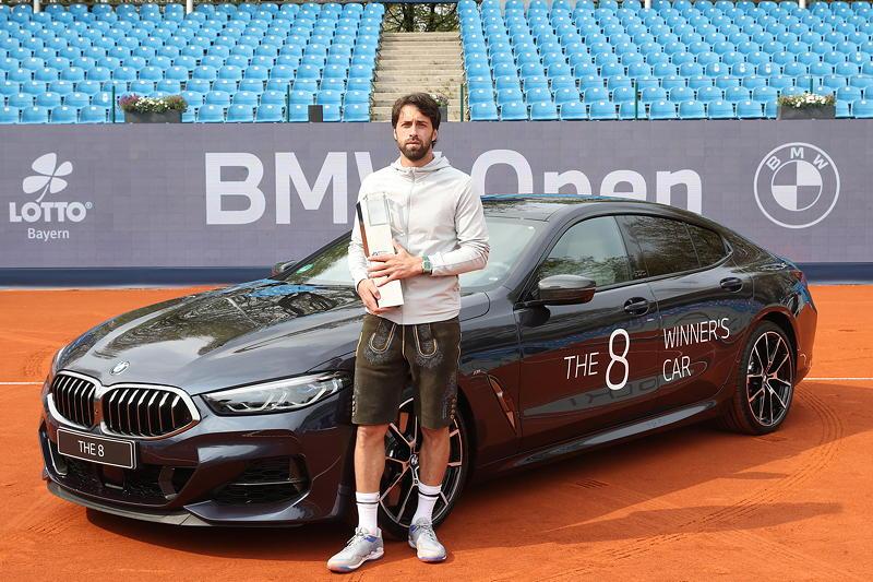 BMW Open 2021: Sieger Nikoloz Basilashvili am Siegerfahrzeug BMW M850i xDrive Gran Coupé Individual.
