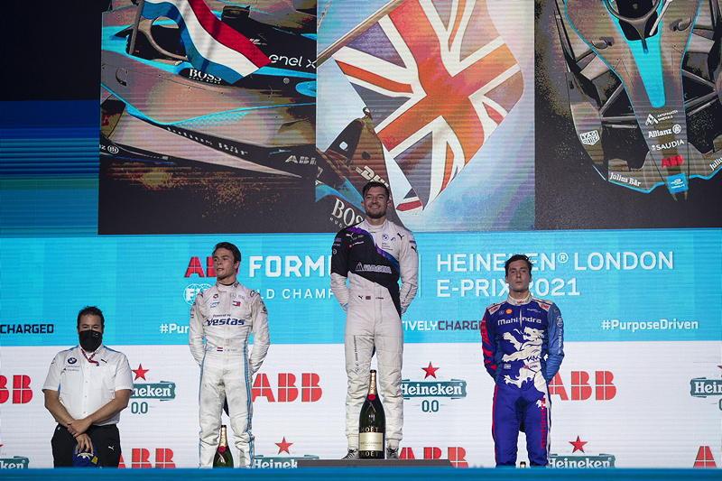 London (GBR), 23.-25.06.21. ABB FIA Formula E London E-Prix, BMW Pilot Jake Dennis als Sieger auf dem Podest