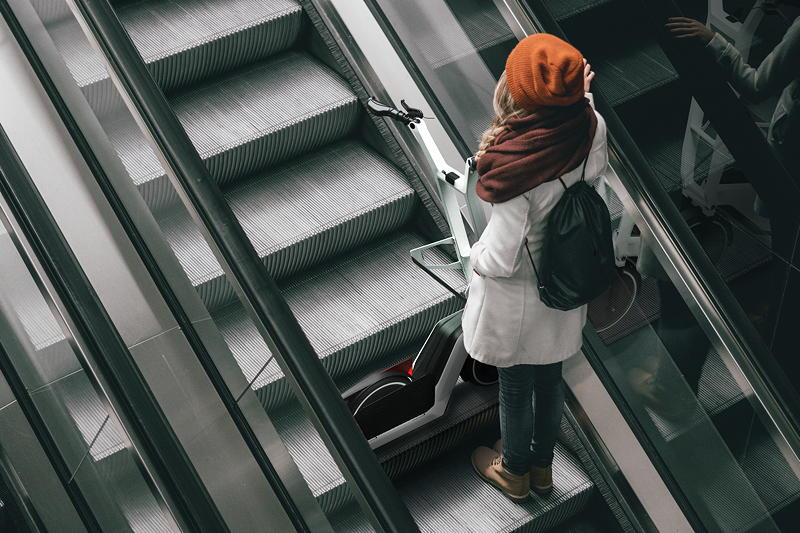Impulse für urbane Mobilität: Mit dem Klappmechanismus des Concept Clever Commute können problemlos Abschnitte mit öffentlichem Nahverkehr in die Route integriert werden.