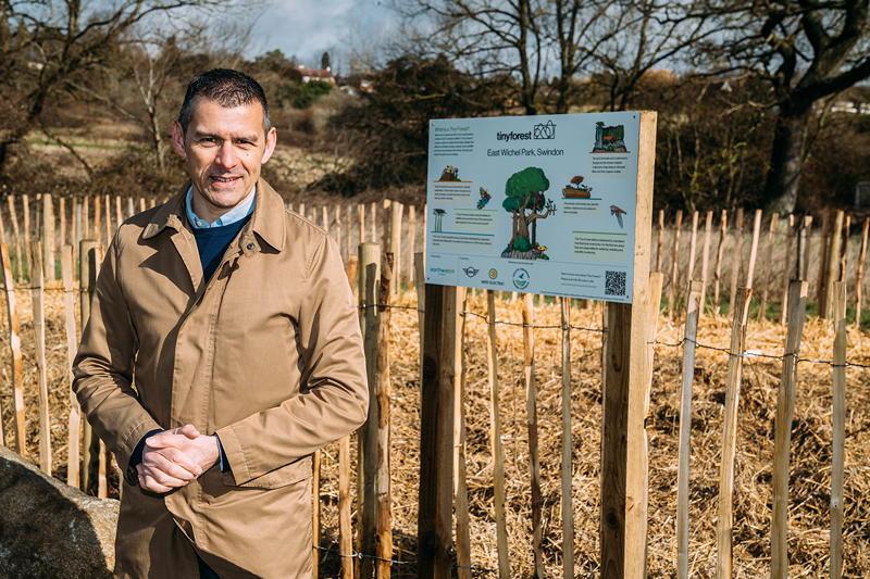 MINI Boost for Tiny Forest Initiative, MINI UK, Geschäftsführer David George im Swindon Forest