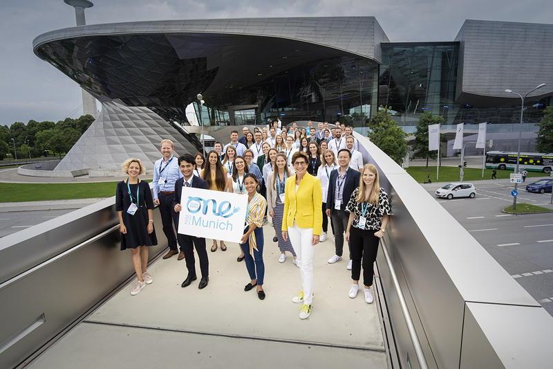 BMW Group Delegierte auf der One Young World Summit
